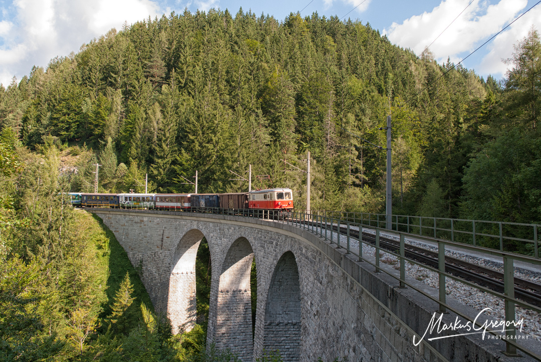 The famous Saugrabenviadukt with a 1099 operated train