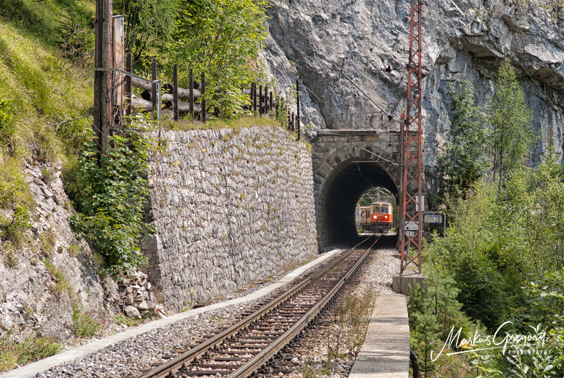 One of the few remaining 1099 operated services at the Reithmauertunnel near Annaberg